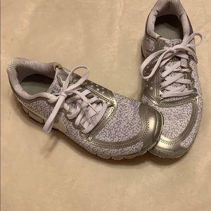 Woman's Nike tennis shoes
